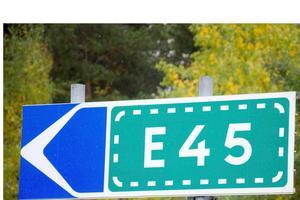 I praktiken handlar det om E45:an ska gå genom eller utanför Sveg.