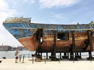 Konstverket som gjorde tyngst intryck. Båten med tusen emigranter som sjönk utanför Lampedusa.
