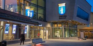 Miljökontoret på Södertälje kommun hittade flera brister när de inspekterade två krogar.