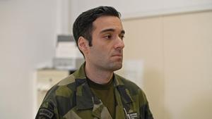 Major Nyström är inte intresserad av människors tro, kön eller sexuella läggning. Bara om de kan försvara Sverige i väpnad strid.