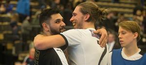 Kramar och vänskap efter ett nytt oavgjort derbymöte. Senad Berisha och Simon Blomqvist gjorde mål för varsitt lag, och ingen varken vann eller förlorade.