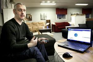 Claes Unemar har jobbat intensivt med sitt larmsystem för att få bort risken för fellarm. men efter många tester tycker han sig ha nått dit han vill.