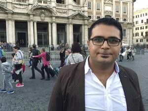 Samir Hanna från Syrien valdes ut av påven och fick resa in i Italien med flyg. Han hoppas kunna utbilda sig inom turism och längtar efter att återse sin familj.