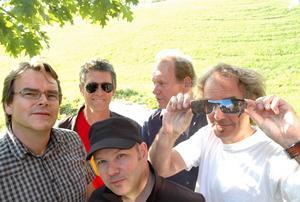 Dan Persson, Thomas Holst, Kiddie Manzini, Bo Åkerström och Michael Sellers i Torsson släpper nytt album – det första på fem år. Foto: Johan Malmberg
