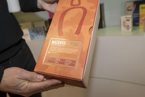 Billerud Korsnäs tillverkar också ytskiktet till den typ av kartong som Mackmyra Whisky använder.
