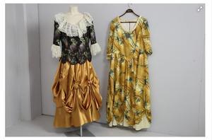 Skräddarsydda klänningar på dagens auktion. Foto: Effecta