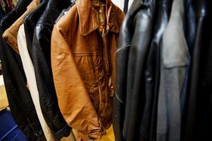 Skinnjackor är en sak man kan fynda på second hand. Foto: Jens L' Estrade/TT