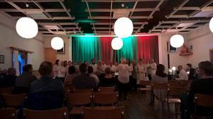 Kören sjöng i Öna bygdegård.