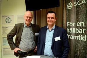 Björn Lyngfelt och Roger Östlin är kommunikationsdirektör på SCA respektive huvudprojektledare för bioraffinaderiet.