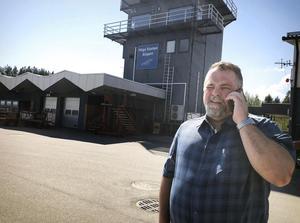 Flygpolatschef Per Enroth jobbar för fullt för att försöka rädda situationen efter konkursen för Nextjet.