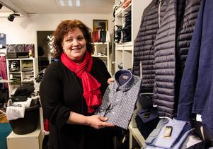 I butiken säljer Kattis Melander allt från skjortor och kavajer till kalsonger och strumpor.
