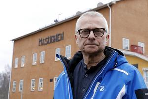 – Jag vill bidra till att S vinner valet 2022 i Lindesberg och att sedan fortsätta som kommunstyrelsens ordförande en kortare tid innan någon annan av våra yngre kamrater tar över, säger Bengt Storbacka.