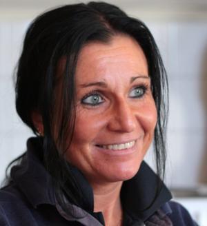 Angelica Messa har hållit på med hästar i hela sitt liv. Efter att ha testat lite olika hästrelaterade yrken bestämde hon sig för att bli djursjukskötare.