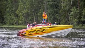 Många glada deltagare var med i årets Poker Run, flera passade på att dansa lite på båtarna under stoppet i Semla.