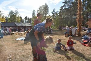 I år är det femte året Picknickfestivalen arrangeras i Björköby. Här finns något för gammal som ung.