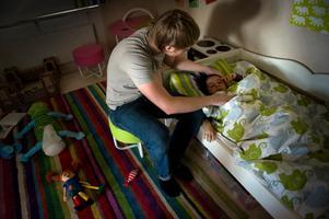 Februari är den månad på året då flest är hemma från jobbet för vård av barn.Bild: Fredrik Sandberg/TT