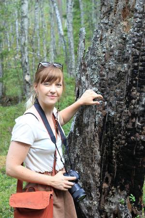 Bild: Erica Lintrup Ida Olsson har 26 000 följare på sitt instagramkonto @iskogochmark. Hon driver nu en insamling i samarbete med Naturskyddsföreningen för att rädda den vitryggiga hackspetten.