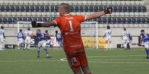 Viktor Frodig i Umeå FC jublar efter segern mot gamla laget Gefle IF.