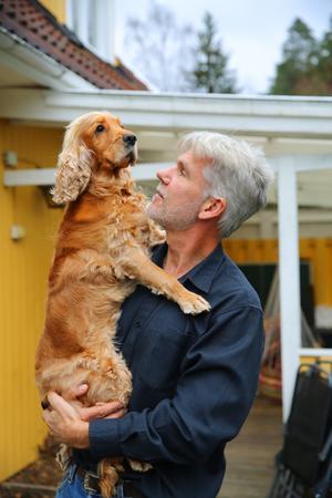 Jörgen Stigberg är 51 år och bor i Nykvarn med sin fru, två tonårssöner, en katt och hunden Charlie.