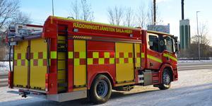 Styrkor från flera stationer fick rycka ut till branden på sågverket i Heby. Foto: Robert Österlind / Sala kommun