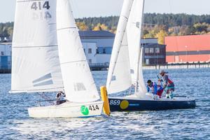 En kort bana bäddar för tät segling vid rundningsmärkena.