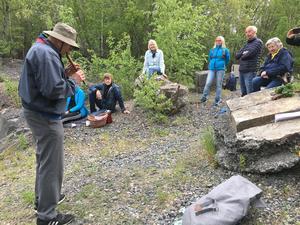 Loa Andersson är född och uppvuxen i Herräng, en av guiderna under sommarens vandringar. Foto: Kulturcirkeln Herräng