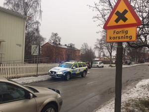 Bild från olycksplatsen, korsningen Kyrkgatan/Arkivvägen i Östersund. Även polisen var på plats.