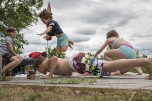 Alla barn borde få chansen att delta i aktiviteter under sommaren, skriver Katarina Hansson.
