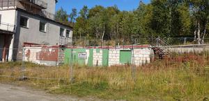 Ingen dröm att ha som granne för stugägare? Jens Jerphagen vill att något händer på Hotell Tänninges tomt. Foto: Privat