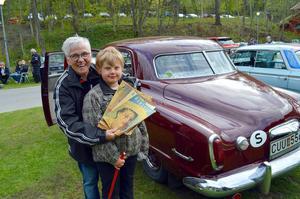 Anita Holm tog med sig maken Rune och barnbarnet Eddie på tur i sin Studebaker.