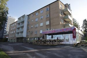 Hittar Ludvikahem rätt köpare så säljer bolaget fastigheten vid Magnetbacken 3. En intresserad spekulant är lokale fastighetsägaren Niklas Andersson.