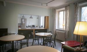 Spinnrockenhuset tillhör Telge fastigheter men ABF har använt lokalerna på totalt cirka 400 kvadratmeter inuti sedan 90-talet. Utvändigt är underhållet eftersatt men invändigt har ABF rustat upp köket och kaféet.