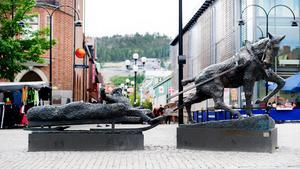 Om det ska stå en staty på torget bör det vara något mer modernt som speglar a003791810df5