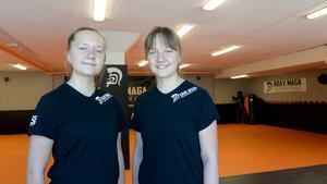 Tvillingarna har precis fullbordat sitt första år på gymnasiet. Julia läser samhälle på Skvadern och Josefin går natur på Västermalm.