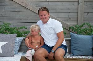 Joakim Hedberg här med sin dotter Majken.