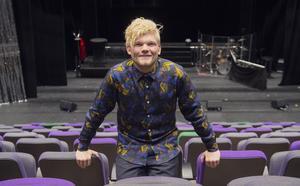 Jesper är 23 år,  född och uppvuxen i Holm.