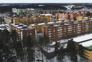 Ungdomar hoppas att ett lägenhetsköp kan vara en god investering. Foto: Fredrik Sandberg/TT