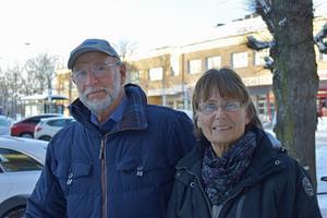 Göran Svensson 79 år, och Margareta Svensson 66 år: – Ja, och jag har precis fått veta att pensionen höjs med 1500 kronor efter 66 års ålder, jag såg det när jag öppnade mitt kuvert! Göran får nog inga fler höjningar däremot!