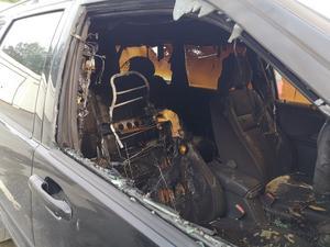 Kenneth Eriksson greppade familjens brandsläckare och rusade ut till bilen som brann på parkeringen nära familjens bostad på Bäckby.