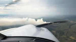Så här såg det ut i går när storbranden rasade.Foto: Mora Brandkår