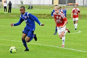 Salim Ali Mohammed fortsätter att imponera på fotbollsplanen. Nyligen flyttades han upp till Karlslunds IF:s A-lag. Foto: Privat