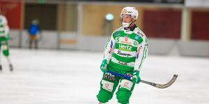 Oscar Gröhn tar plats på vänsterhalven igen efter tio veckors skadefrånvaro.