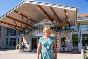 Under sommaren stänger Aleris tolv vårdplatser på sjukhuset i Bollnäs. Det innebär att 50 vårdplatser blir 38. Skälet är brist på sjuksköterskor.