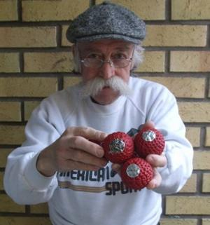 Som hembygdsforskare i Gästrikland och Uppland är det nästan självklart att Jarl Holmström äger en uppsättning av Slevens bollar.