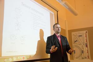 Jerry Svedlund, vd på konsultföretaget Creator i Vikmanshyttan, bjöd på erfarenheter från sitt arbete med att ta fram nya produkter.