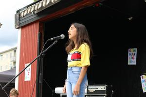 Ahin Kalesh sjöng 6.18.18 av Billie Ellish.