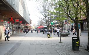 Skribenten ser fram emot att fler människor bor och handlar i stadskärnan.