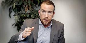I videon berättar miljonären Jan Emanuel Johansson  varför rika människor ska flytta till Sverige istället för till Schweiz, Monaco eller Caymanöarna.