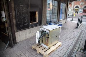 Bankomaten på Köpmangatan går till skrot, den har gjort sitt efter många år.