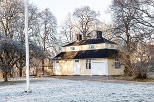 Till Villa Bella hör också en uthus med garage. Foto: Tomas Arvidsson/Bostadsfotograferna